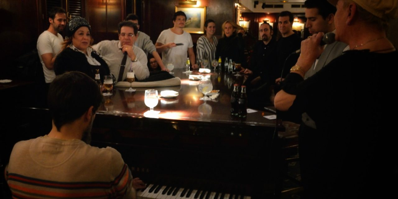 Toni 2, cantar con un piano para curar la nostalgia de México