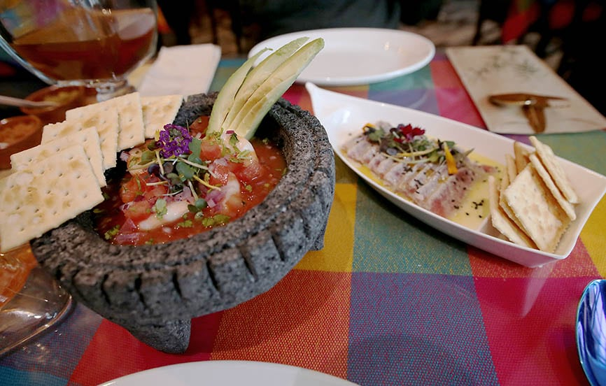 Coctel de camarón al estilo Acapulco y atún rojo en aguachile. Foto: Juan Carlos Rojas