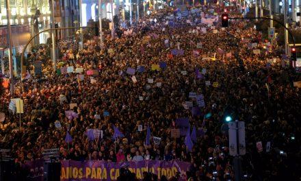 España se tiñe de morado por la igualdad de género en el 8M