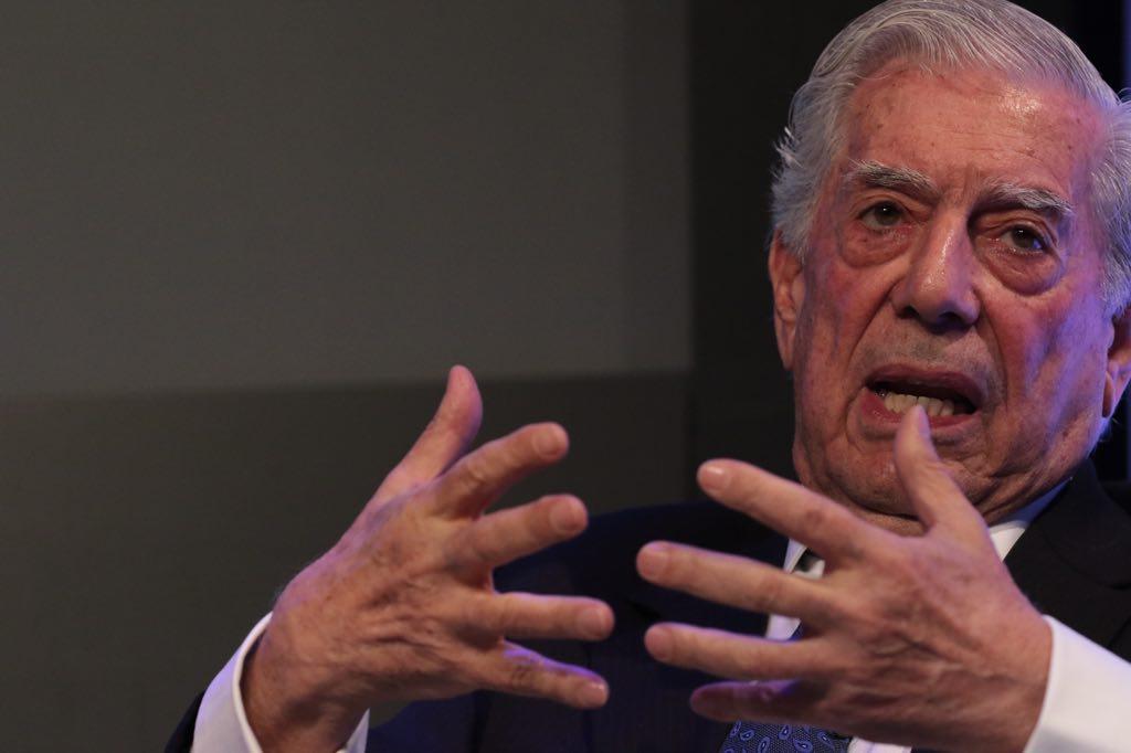 Vargas Llosa y Almagro exigen cancelar las presidenciales de Maduro