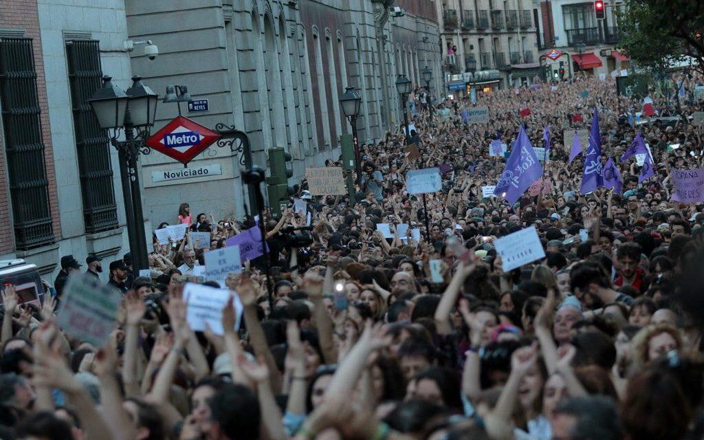 """Violar en manada sale barato"": sentencia machista indigna a España"