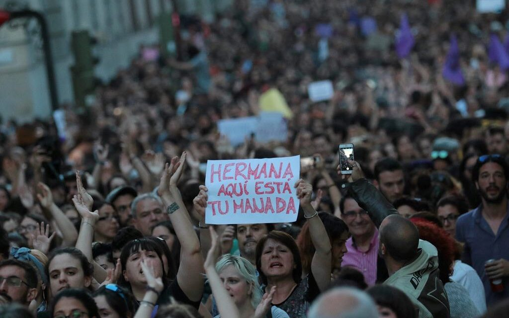 «Violar en manada sale barato»: sentencia machista indigna a España