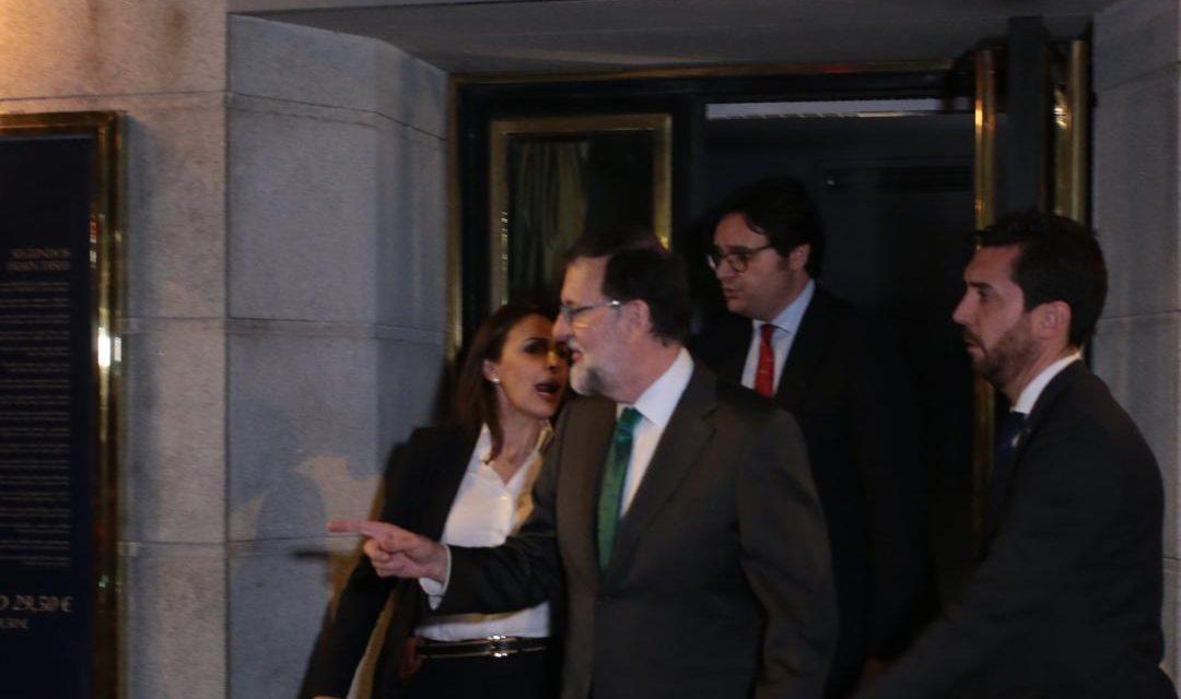 Rajoy se recluye en un restaurante 8 horas mientras se decidía su destitución