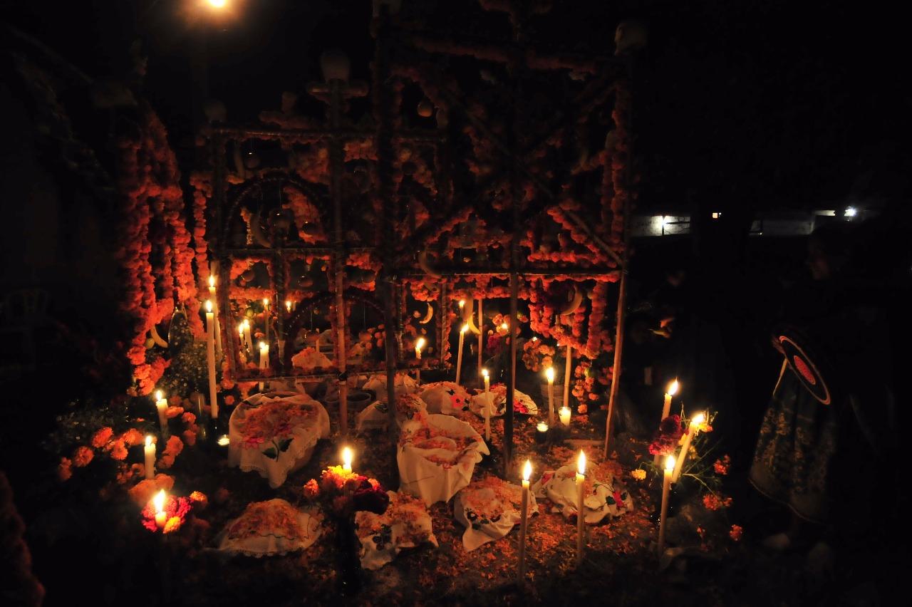 Ofrenda de muertos, Janitzio. Foto: Francisco Castellanos