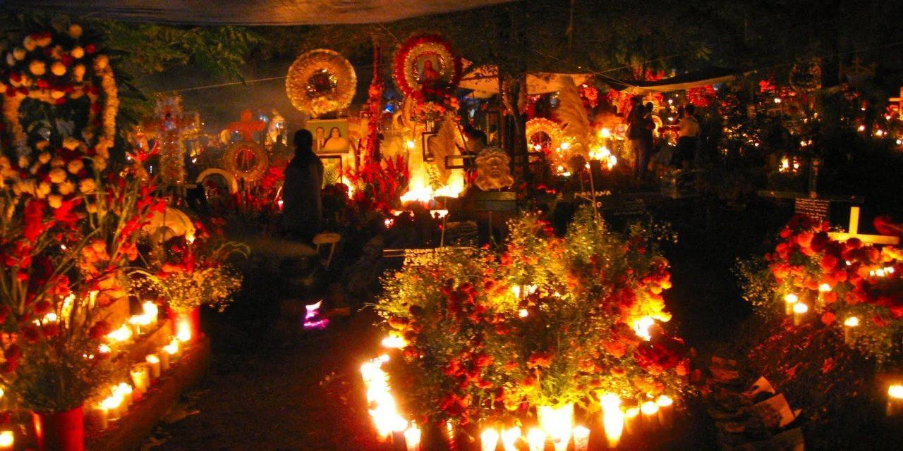 Janitzio: el lugar con más encanto para vivir la Noche de Muertos en México