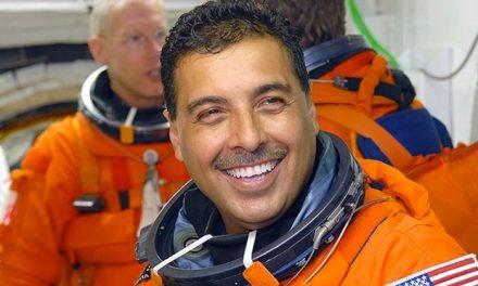 Premian al astronauta michoacano José Hernández Moreno