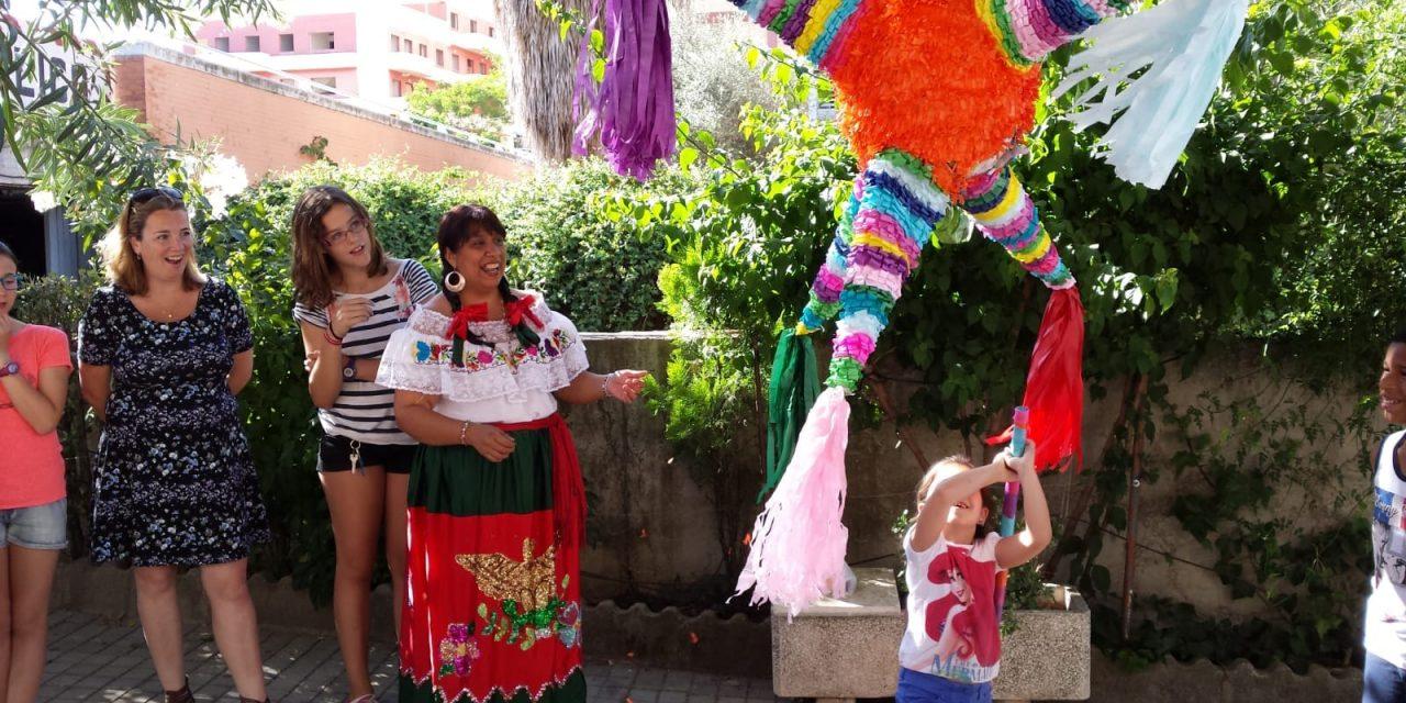 Piñatas mexicanas que unen tradiciones en Sevilla