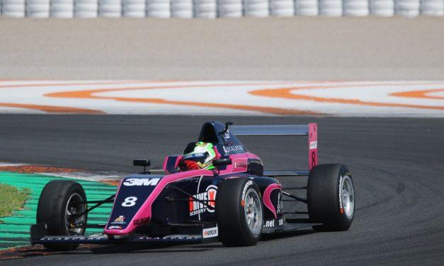 Va piloto mexicano por liderato de la F4 en España