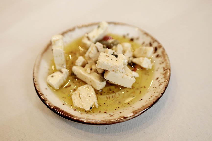 Pozole, queso fundido, carnitas y torta de pierna en Plaza Mañanitas