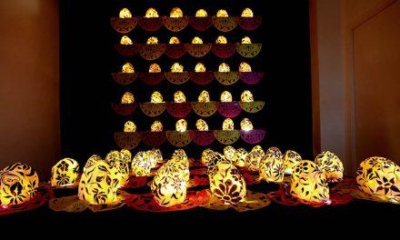 Altares para iluminar el camino, la tradición mexicana que recorre el mundo