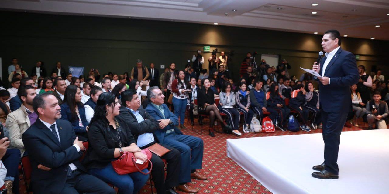 Buscan Sistema de Becas Crédito para Jóvenes en Michoacán