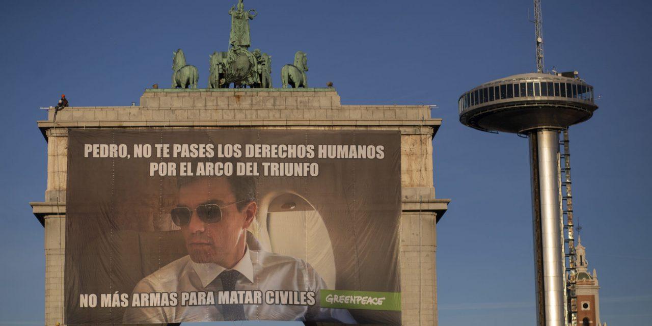 Despliegan un meme gigante en Madrid contra Pedro Sánchez