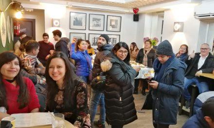 FOTOS y VIDEOS: una rosca de Reyes mexicana para 300 personas y mariachis en Madrid