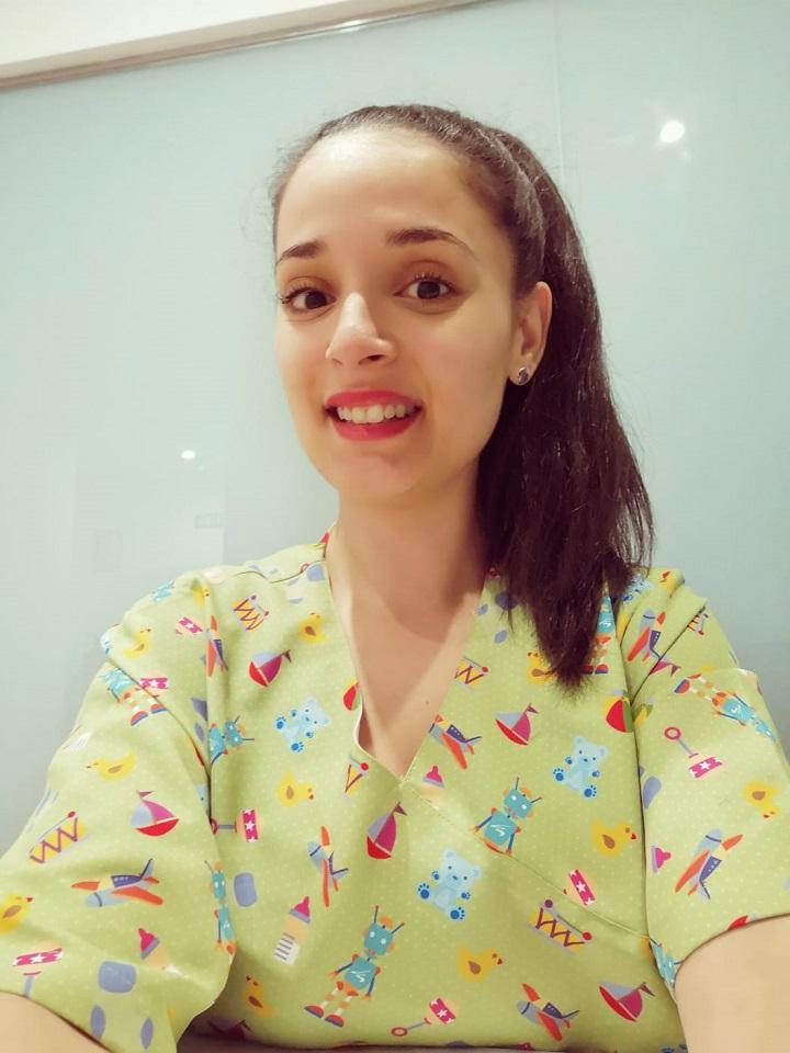 Gislan Abdelkader Aazzouz es diplomada en fisioterapia, experta en técnicas del dolor a través de acupuntura en la U. De Cádiz y máster en neurorehabilitación adulta e infantil por la U. Autónoma de Barcelona.