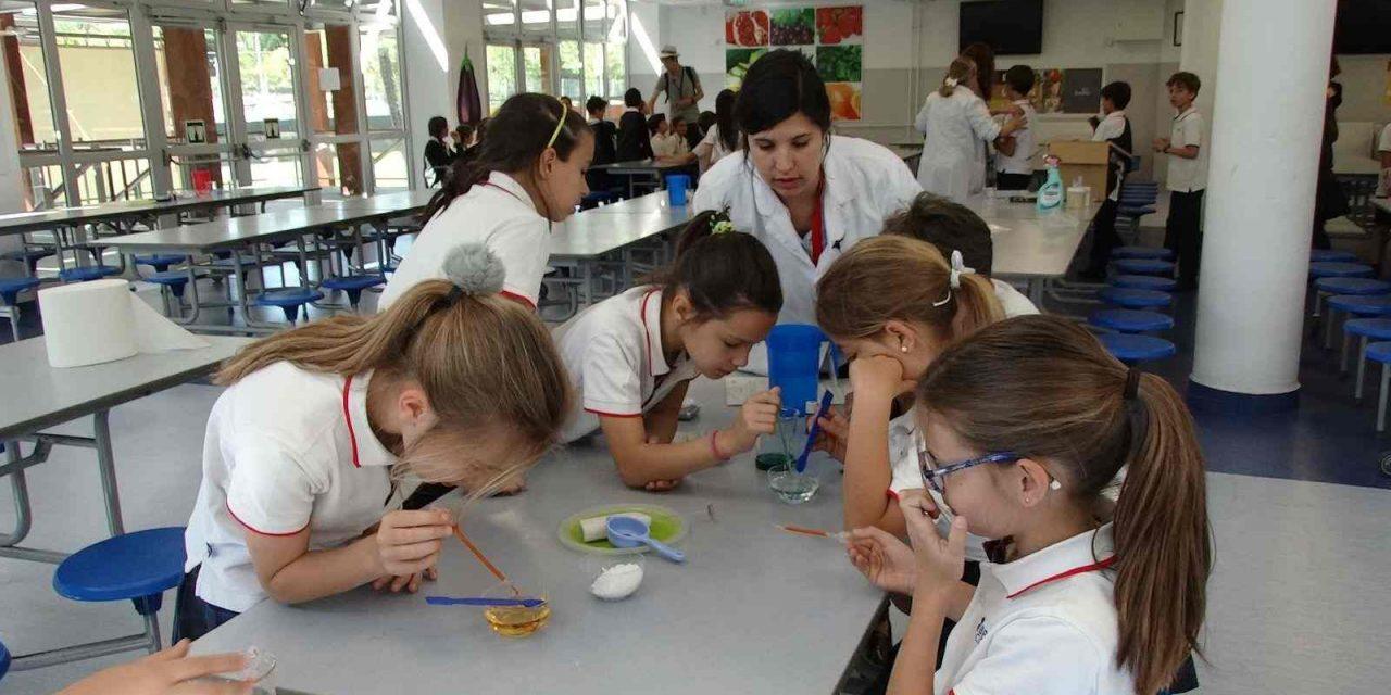 'Voluntarios por la Ciencia': acercar la ciencia a niños y adultos por un nuevo futuro