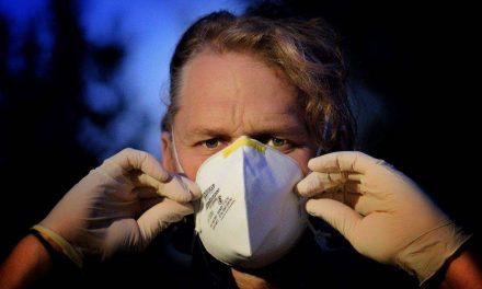 Científicos desarrollan mascarillas quirúrgicas con botellas de plástico